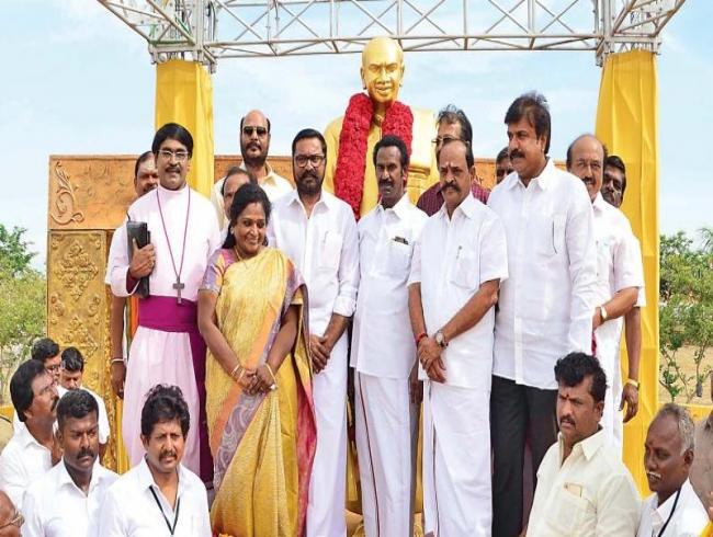 Edappadi K Palaniswami inaugurates memorial for Kamaraj in Virudhunagar