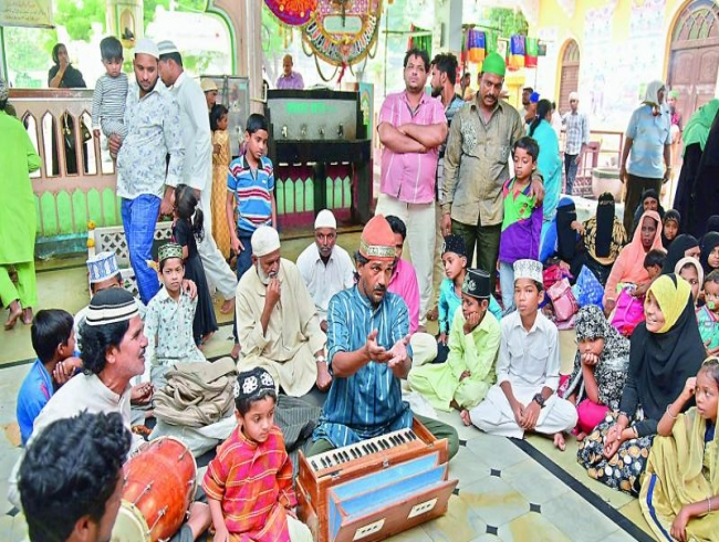 Hyderabad qawwals try to keep dying art alive