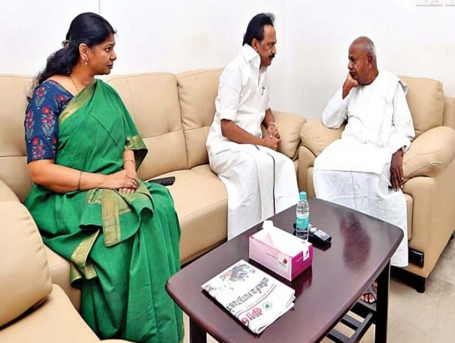 HD Deve Gowda visits M Karunanidhi, says he had role in his career