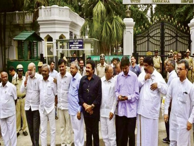 16 disqualified K'taka MLAs to join BJP today, Roshan Baig's name 'missing' on list