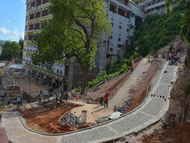 Vijayawada: Temple, cops patch up; Dasara preparations on