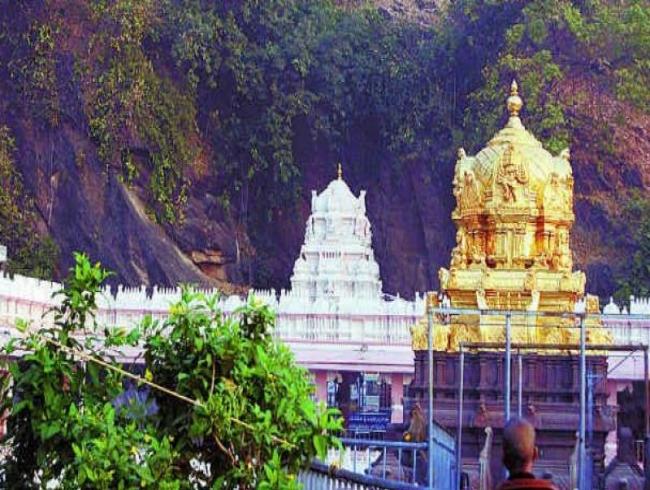 Kanakadurga Temple: Board members, executive officer at loggerheads