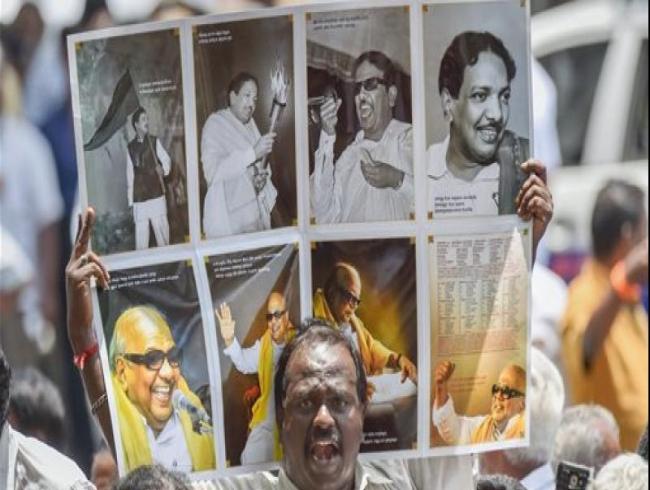 Politicians, celebrities pay tribute to Dravidian veteran Karunanidhi