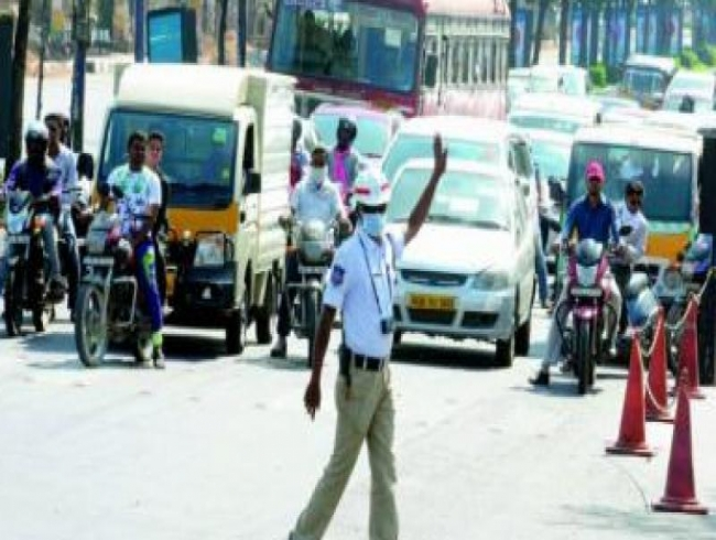 Bengaluru: Traffic cop flags down biker, gets manhandled