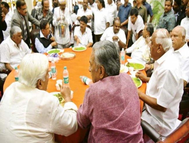 Siddu BS Yeddyurappa relish HDK's 'apolitical' lunch