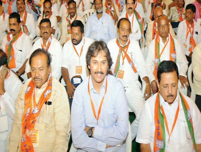 BJP rewards Cong defectors Kumar Bangarappa, Narendra Babu
