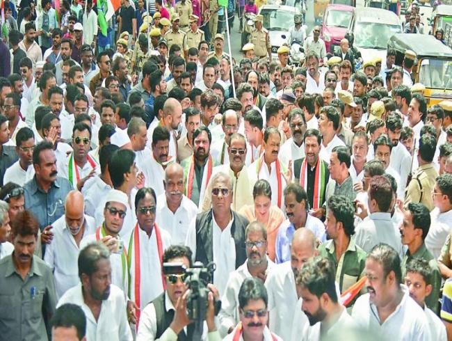 KT Rama Rao contradicting own father: Uttam Kumar Reddy
