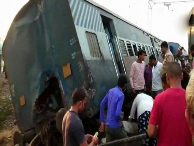 7 dead after engine, coaches of New Farakka Express derail in Raebareli