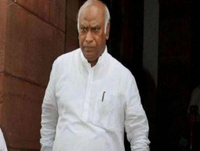 'Chaiwala' like Modi is PM because Cong preserved democracy: Mallikarjun Kharge
