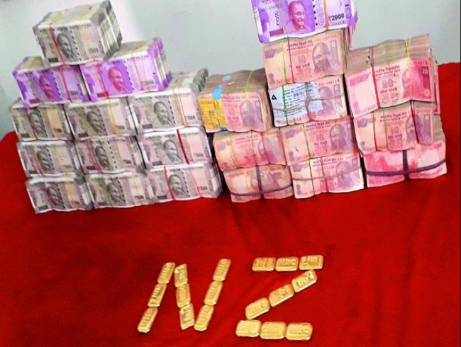 Hyderabad: Hawala racket busted, Rs 3 crore, 1.8 kg gold seized