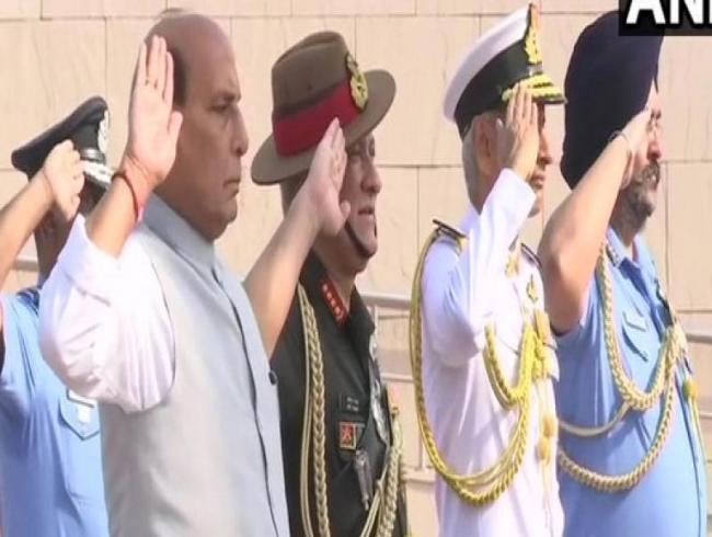 Rajnath pays tribute to jawans before taking charge of Defence Minister