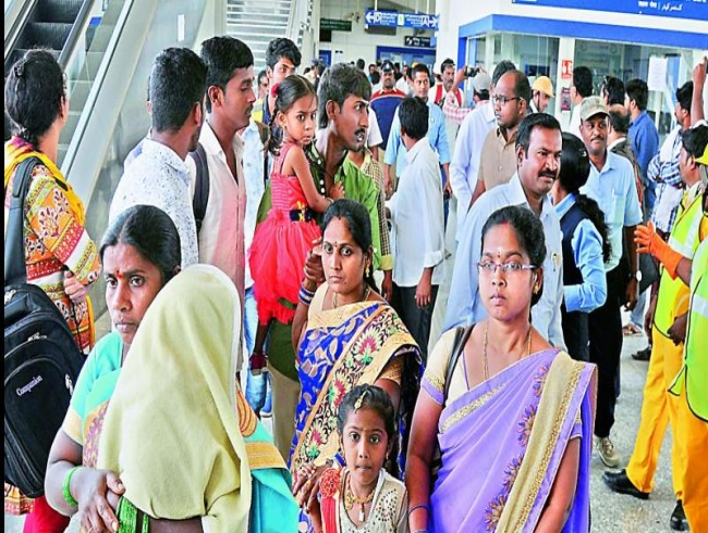 Hyderabad Metro Rail declares 10 per cent rate cut on smart cards