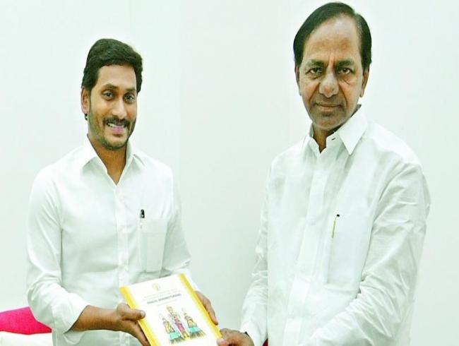 Both Telugu CMs' meeting focuses on water, liquor, BJP