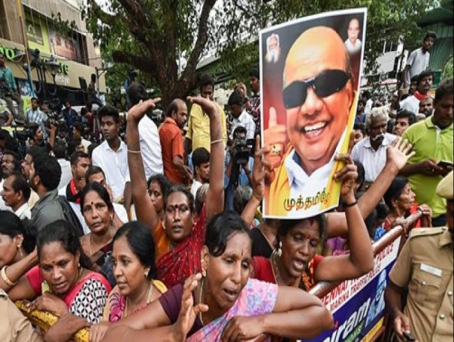 3,500 sq ft for Jayalalithaa but AIADMK refusing 6 ft for Karunanidhi: DMK