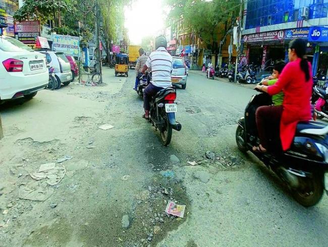 Bad roads irk techies at Kondapur