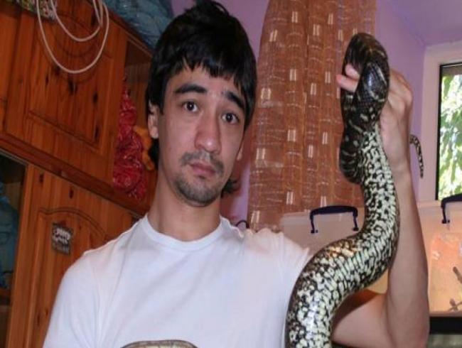 Heartbroken snake expert films his own death after letting black mamba bite him