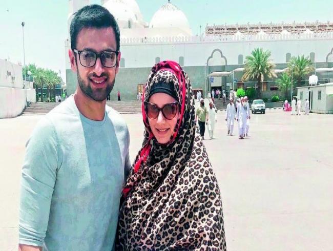 Sania Mirza and Shoaib Malik perform Umrah