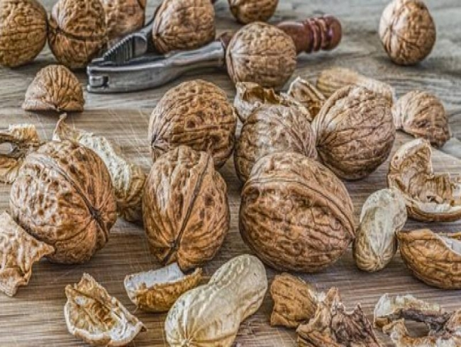 Study reveals eating nuts reduces risk of heart disease by 30%