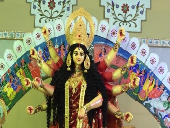 Bombay Durga Puja Samiti unveils their idol for 2017