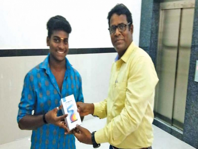 Sivakumar gifts new phone to fan
