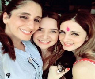 Sussanne Khan has a quiet Holi celebration with family