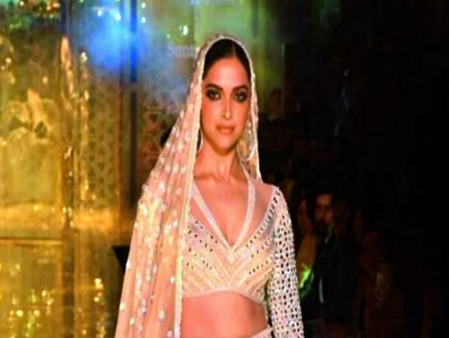 Deepika Padukone chosen over Shweta Nanda