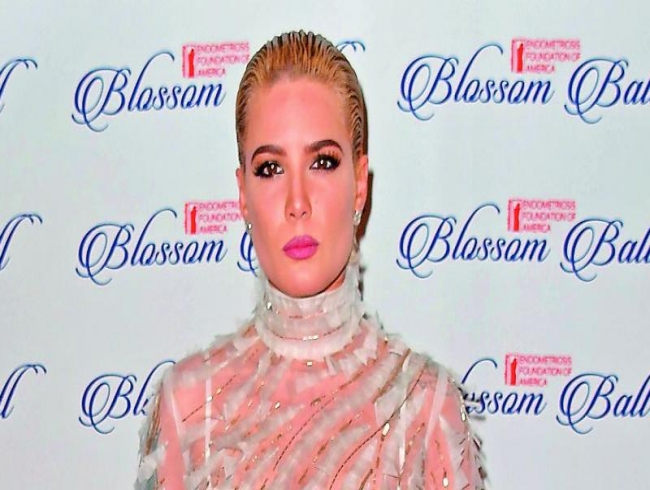Halsey denies any wardrobe malfunction