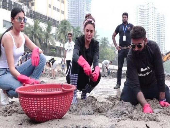 Esha Gupta joins celebration of 100th week of Dadar Beach Cleanup programme