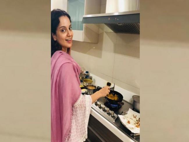 Kangana Ranaut turns chef, celebrates Narendra Modi's victory with Chai and Pakoras