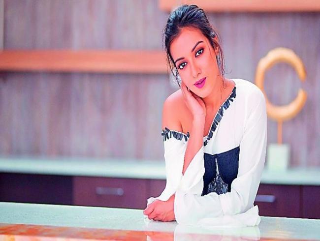 Vijay Deverakonda to romance Catherine Tresa