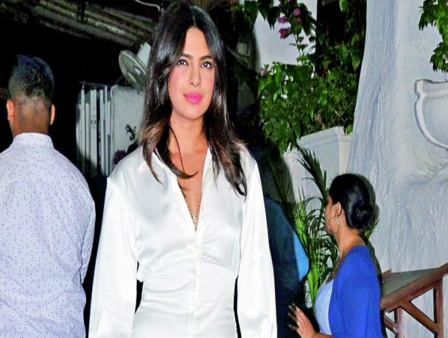 Priyanka chopra wraps up shoot despite injury