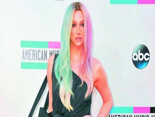 Kesha takes a tumble