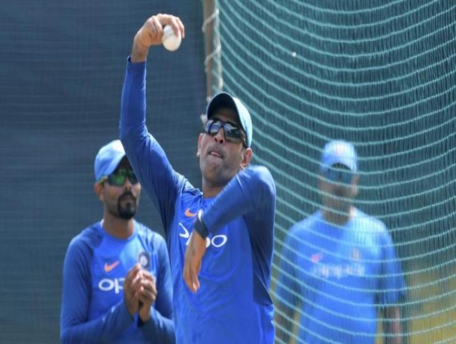 Watch: MS Dhoni bowls leg spin before South Africa vs India 5th ODI at Port Elizabeth