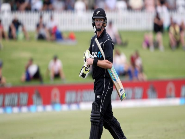 New Zealand batsman Colin Munro ditches test career to play Twenty20 and ODI