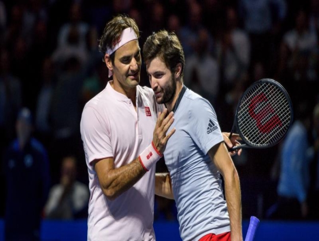 Swiss Indoors: Roger Federer reaches semis after being stretched by Gilles Simon