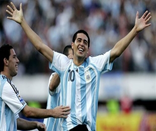Former Argentina and Barca player Riquelme retires