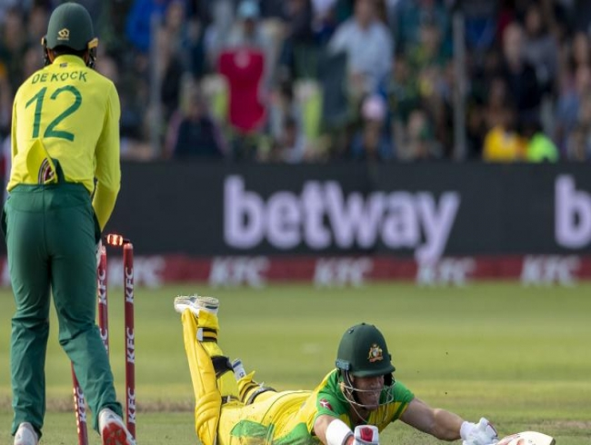 David Warner blitzkreig futile as SA beats Aus by 12 runs, levels series 1-1