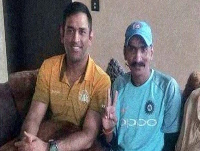 Dhoni's celebratory lunch with superfan