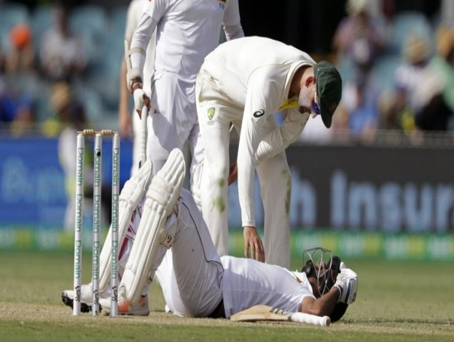 Australia vs Sri Lanka: Dimuth Karunaratne hit by bouncer and stretchered off
