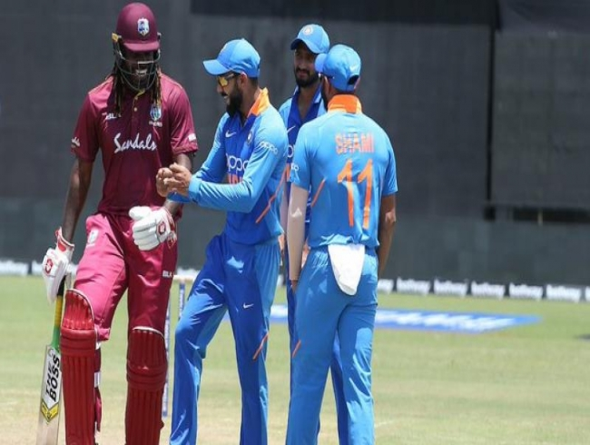 Ind-WI 1st ODI: Rain stops play as Virat Kohli shows dancing steps to Gayle; see pics