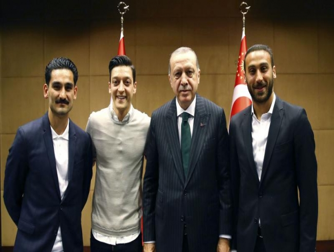 Germany's Mesut Ozil, Ilkay Gundogan under fire for posing with Turkey's Erdogan