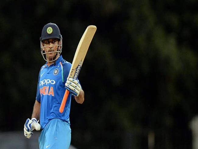 'Dhoni should be batting at five': Sachin opines on Dhoni's batting number before WC