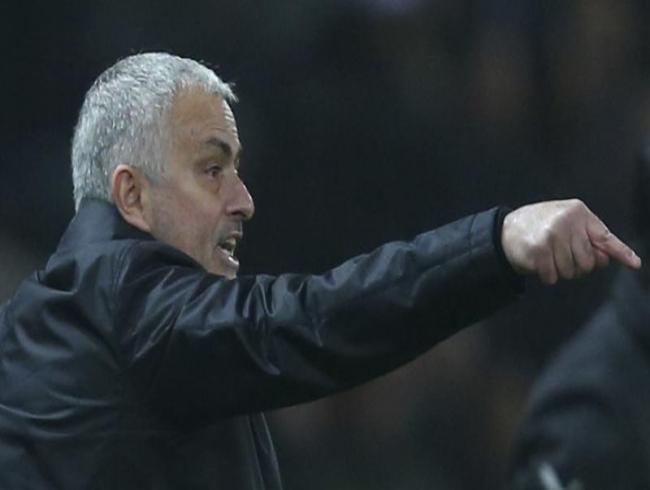 Man Utd fight back again but Arsenal extend unbeaten run in 4-goal thriller