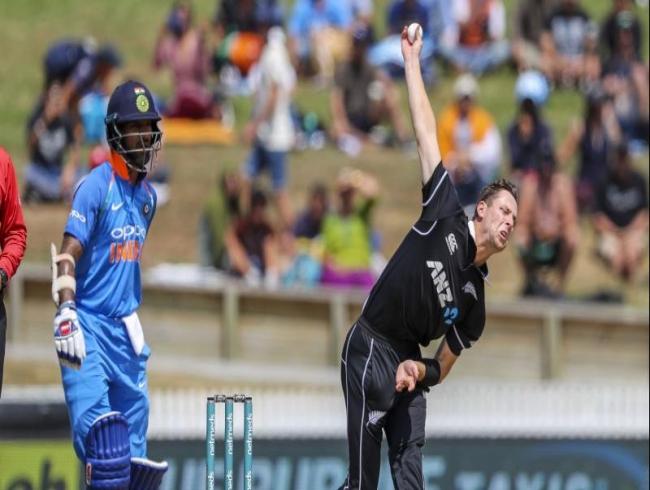 LIVE| NZ vs Ind 4th ODI: Bhuvneshwar sees off Martin Guptill