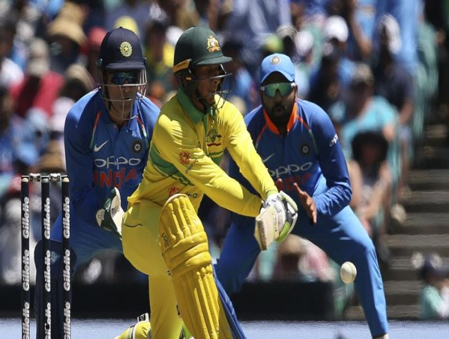 LIVE| Aus vs Ind 1st ODI: Kuldeep sees off Marsh for 54 runs