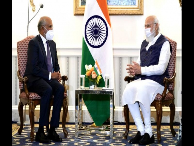 Modi meets global CEOs to sell India invest pitch