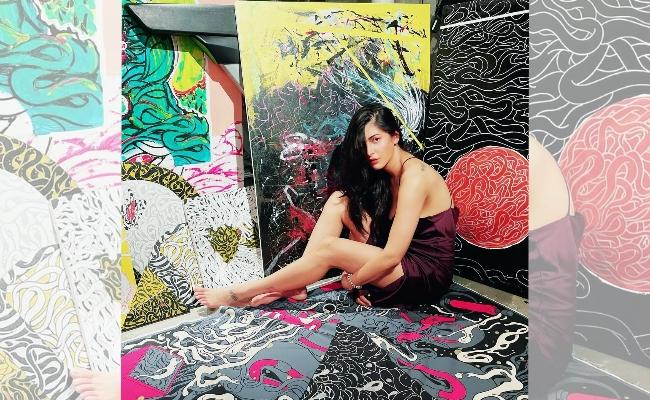 Shruti Haasan Promoting Boyfriend's Paintings