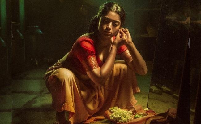 Pic Talk: Rashmika Goes De-glam For Pushpa