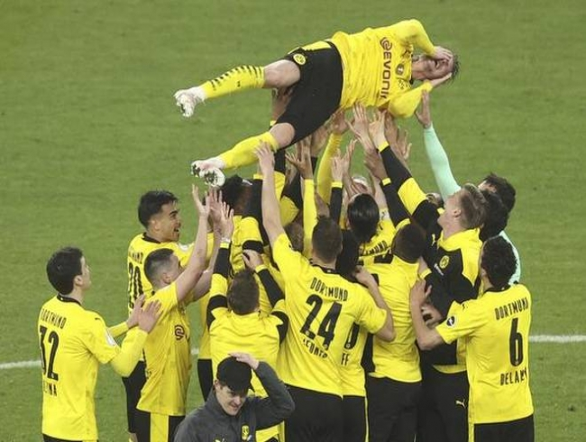 Borussia Dortmund beats Leipzig 4-1 in German Cup final
